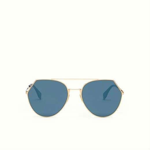 Fendi Eyeline Sunglasses with a rounded line, interpreted in a modern and geometric key.