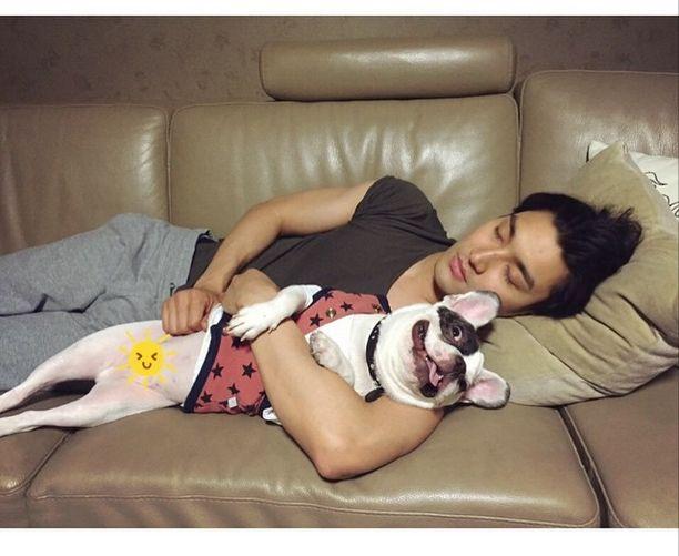 Choi Siwon and puppy. So cute!