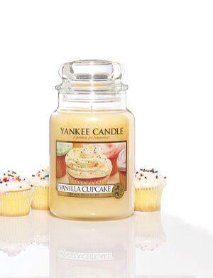 Vanilla Cupcake. En riklig krämig arom av Vanilla cupcake med inslag av cirton och smörig glasyr. #YankeeCandle #VanillaCupcake
