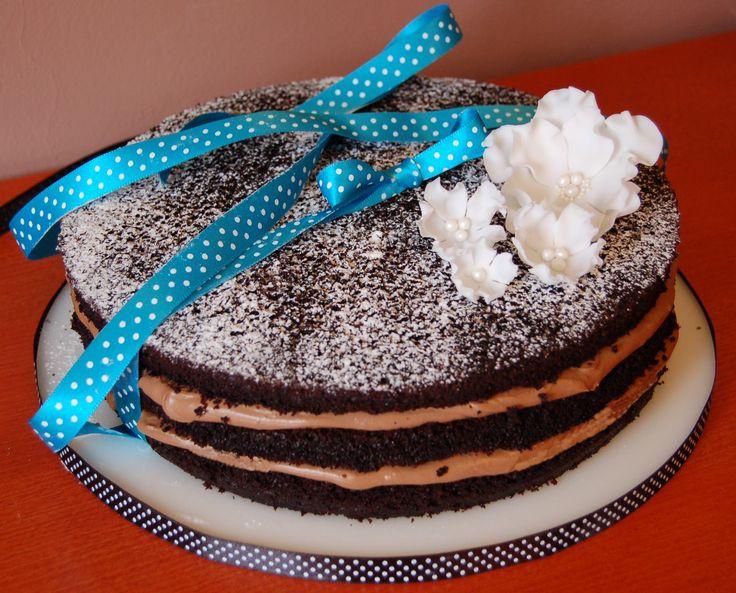 naked cake with chocolate cream