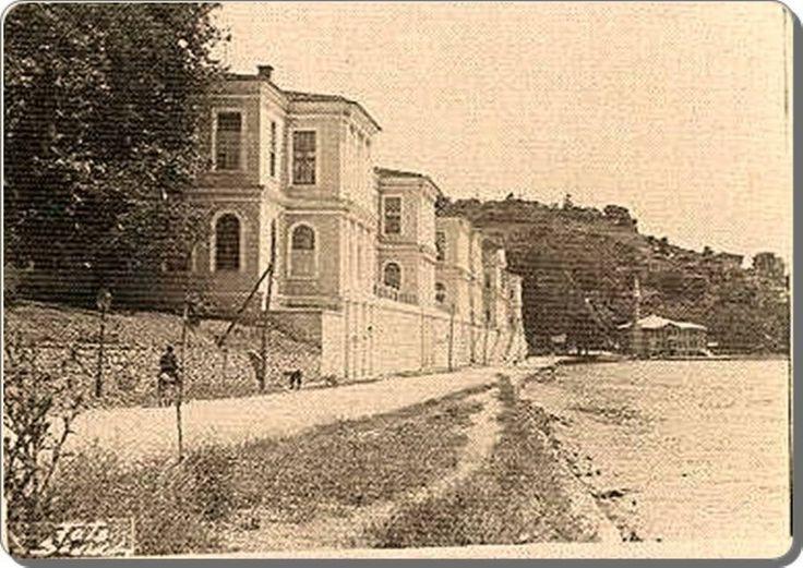 Kuleli Askeri Lisesi - 1940 lar.Kuleler sonradan eklenmiş...
