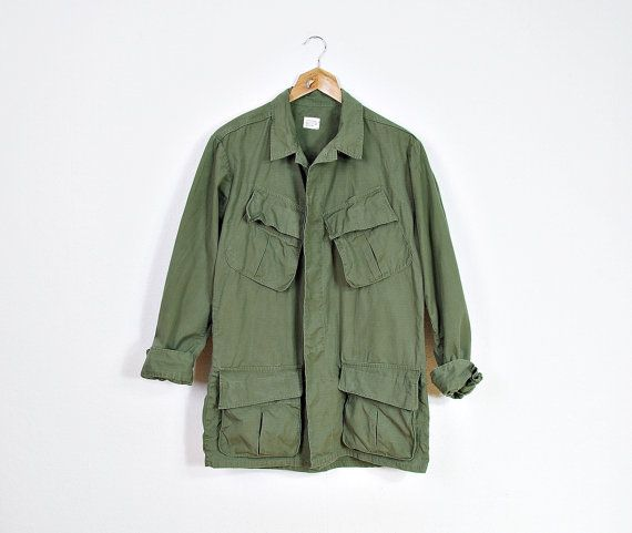 US Army utility coat by MACSHORE CLASSICS Inc. #EtsyWorkwearTeam  #menswear #boots #fallfashion  1969 vintage  Classic jungle/ tropical army jacket Was made under contract for the U.S. Army in 1969