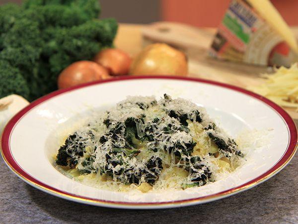 Pasta med gruyère och krispig grönkål | Recept från Köket.se