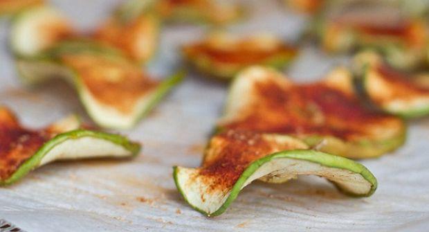 Сушеные яблоки могут стать отличной альтернативой свежим яблокам людям, страдающим панкреатитом и язвенной болезнью желудка. Содержание фруктовых кислот в сушеных яблоках ниже, чем в свежих и они не раздражают слизистую.