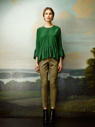 Rützou green blouse with ruffles and pants