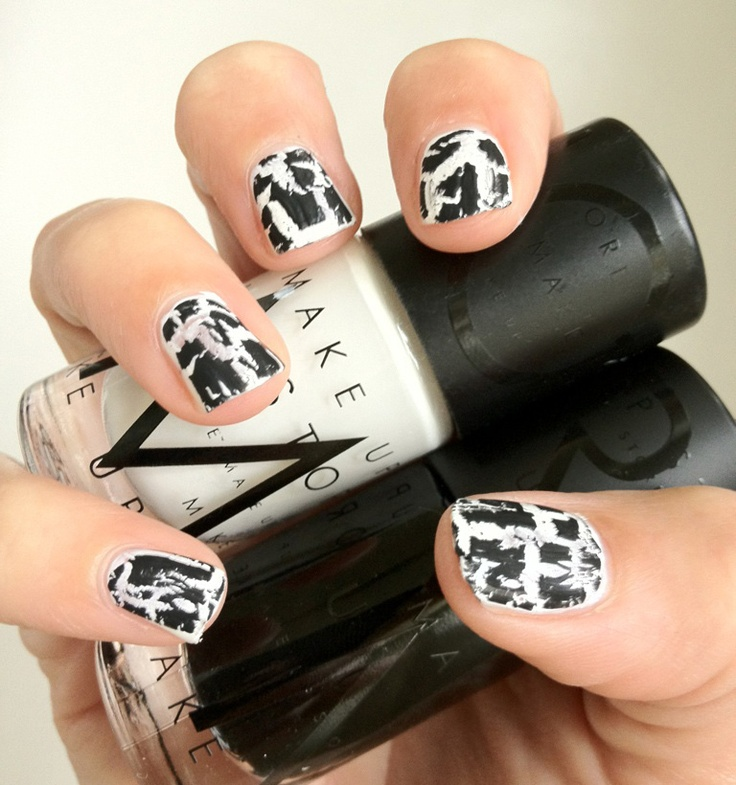 Make Up Store Nail polish Crackle black & St Tropez.