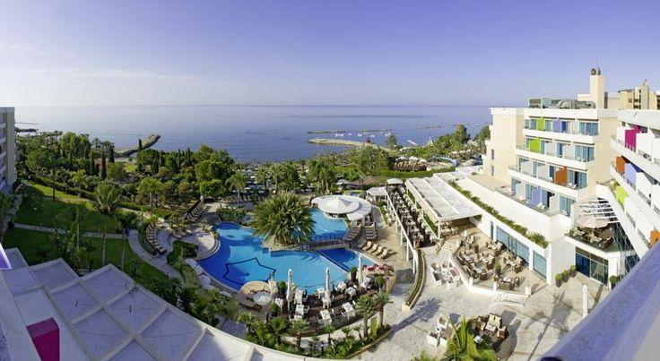 К услугам гостей отеля Mediterranean Beach номера с видом на Средиземное море и ЖК-телевизором с плоским экраном, а также спа-салон с полным спектром услуг, 5 ресторанов и развлекательная программа.