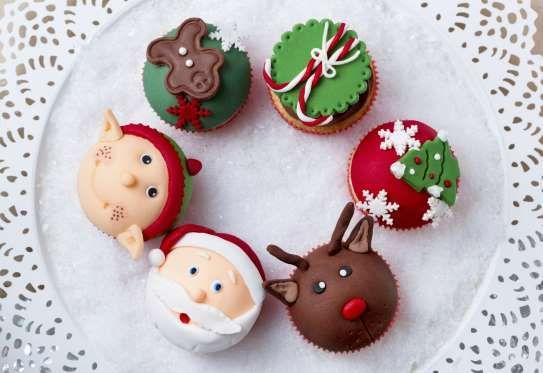 Réalisez des biscuits et ajoutez de la pâte à sucre pour leur donner la forme de rennes, père-noël o... - 750 grammes