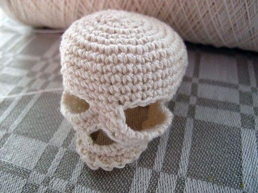 Crochet skullCrochet Bloking, Theo Sundhed, Crochet Skull, Aka Crochet, Crochet Pattern, Crochet Knits, Crafts, Halloween,  Poke Bonnets