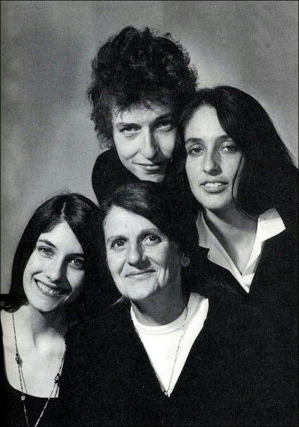 Боб Дилан, Джоан Баэз и Мими и их мать, 1965.