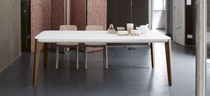 tavolo Match in cristallo acidato bianco frassino tinto noce