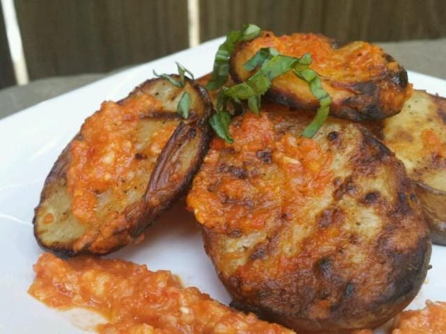 レシピとお料理がひらめくSnapDish - 7件のもぐもぐ - Grilled Potatoes w/ Rustic Fork Spicy Red Pepper Spread by sonya keister