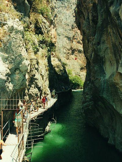 Fethiye-Antalya arasındaki 18 km. uzunluğundaki Saklıkent