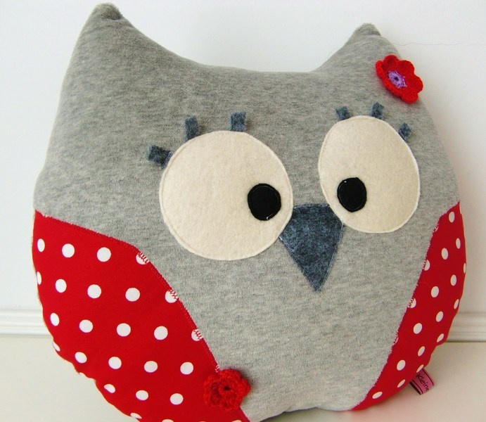 Kissen - Kuschelkissen EULE ★ grau rot - ein Designerstück von kleineSchurken bei DaWanda
