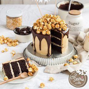 MIAM ! une recette de layer cake pour les gros gourmands ! Le layer cake caramel chocolat et pop corn ! Une recette de gâteau parfaite pour un gâteau d'anniversaire !