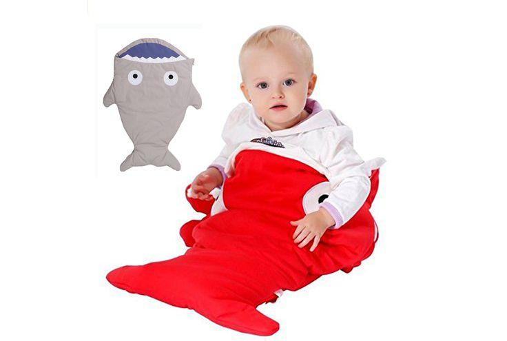 Vuoi rendere il tuo bimbo felice di addormentarsi? Questo sacco a pelo squaletto lo farà dormire spensierato e, perchè no, anche nel passeggino.