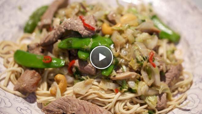 Biefstuk uit de wok met Chinese kool en shiitakes - recept | 24Kitchen