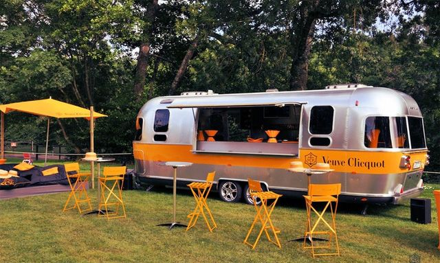 location airstream publicitaire roadshow marque covering