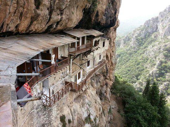 Μοναστήρι 3
