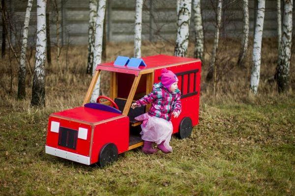 Zabawkowy pojazd- wóz strażacki