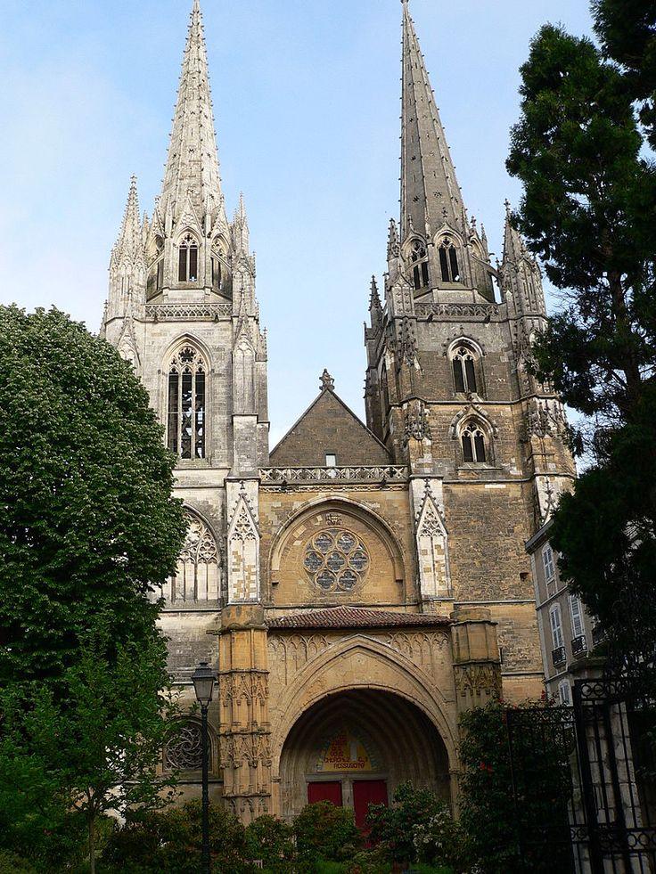 La cathédrale Sainte-Marie ou Notre-Dame de Bayonne est une cathédrale catholique romaine située dans le département des Pyrénées-Atlantiques (sud-ouest de la France). Construite aux xiiie et xive siècles, elle est caractéristique du style gothique. Elle est le siège épiscopal du diocèse de Bayonne.
