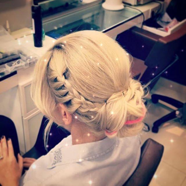 #22mayıs #kuaförler #günü  ymüş���� #sarı #sarışın #sarısaç #örgü #topuz #topuzmodelleri #balyaj #röfle #blonde #blondehair #hairstyle #haircolor #hairstyles #saç #kuaför #stil #instahair #davines #nashi http://turkrazzi.com/ipost/1520485175938865830/?code=BUZ2TYuFVqm