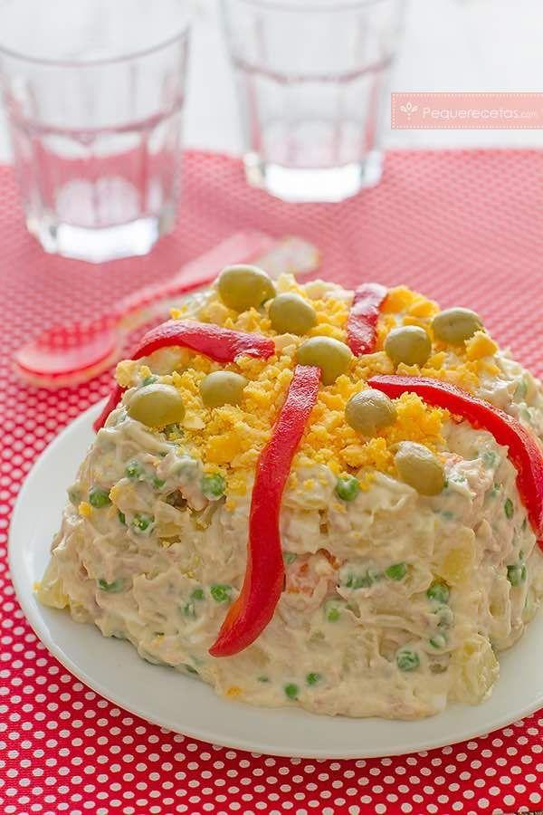 """La ensaladilla rusa es un plato típico de Rusia. Aunque allí no la llaman """"rusa""""… Parece que fue el chef Lucien Olivier, del restaurante Hermitage quien la hizo famosa en 1860. De recetas de ensaladil"""