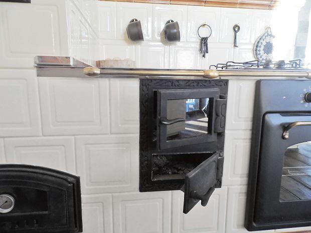 Palenisko Ze Szklanymi Drzwiczkami A Pod Nim Popielnik Home Decor Home Decor
