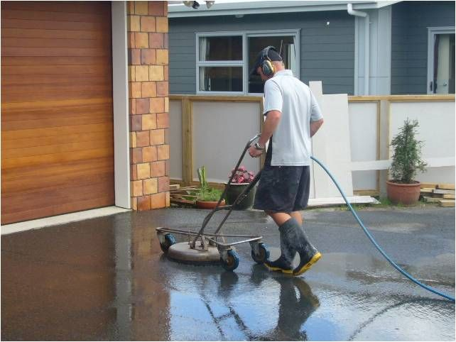 The #concrete #cutting such as concrete saws and blades are great helpers in renovation procedures, but they are quite hazardous and make masonry workers and labourers prone to dangers and mishappening.