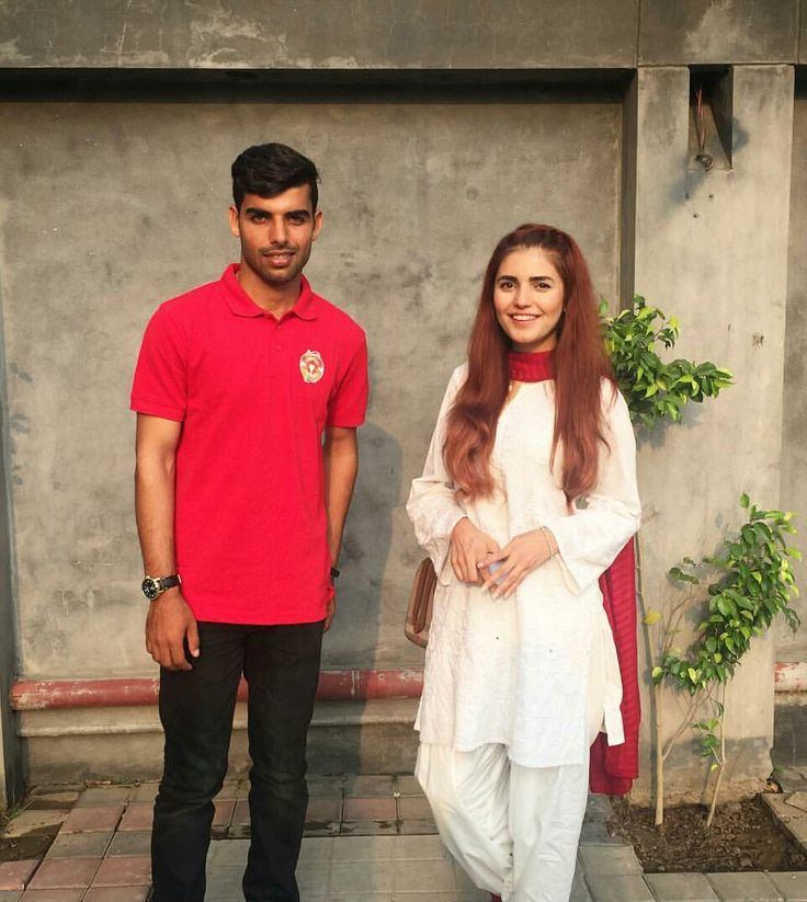 Brand Ambassadors Of #IslamabadUnited Momina Mustehsan and Shadab Khan All Smiles After Handing Out Eid Gifts To Students At The Citizen Foundation Lahore #TCF !!! ❤ #Beautiful #MominaMustehsan #MostPopularSinger #PakistaniCelebrities  ✨