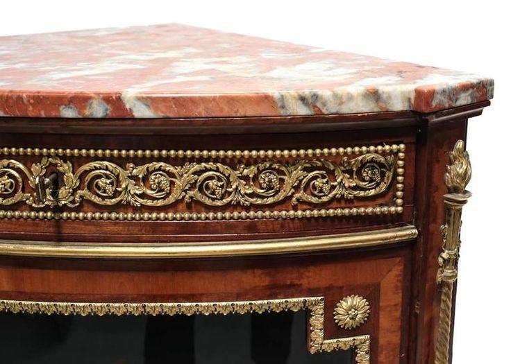 Aranyozott díszítésű bútor