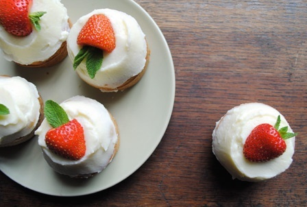 cup cakes strawberry: Cup Cakes, Cupcakes Om Nom, Mascarpone Frosting, Food, Strawberries, Cakes Strawberry, Strawberry Cupcakes Om