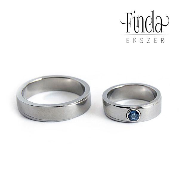 Diagonál nemesacél karikagyűrű zafírral ⋆ Finda Ékszer