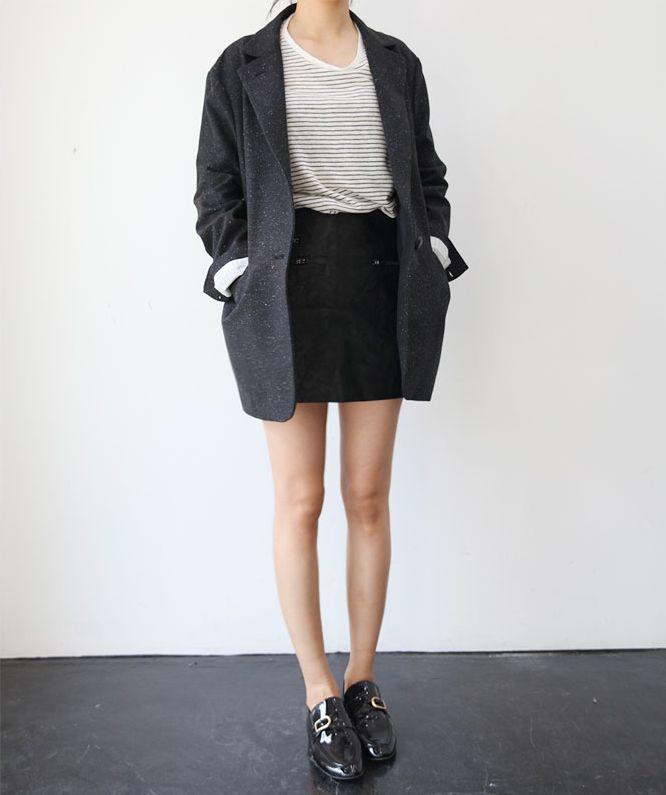 Chic Style - mini skirt, t-shirt & boyfriend blazer