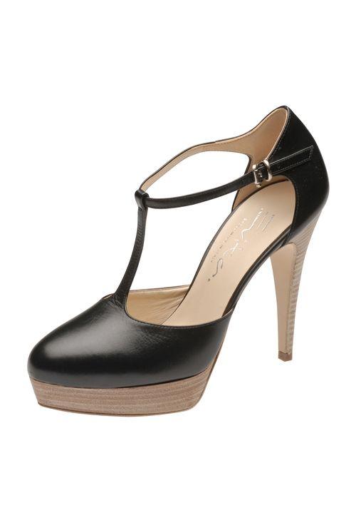 High Heels mit Klasse, wie man sie von Evita Shoes kennt: Eleganter Damempumps in edlem Glattleder mit zartem T-Riemchen.Das Plateau relativiert die Höhe des Absatzes und macht den Schuh bequem. Besonderer Eyecatcher ist die Holzschicht-Optik an Plateau und Absatz.  Evita Shoes - Leidenschaft für italienische Schuhe und Accessoires.colorschwarzAbsatzhöhe110 mmAbsatzartStilettoHinweisGrößentipp: Fällt größer aus!Materialzusammensetzung: 100% Glattleder
