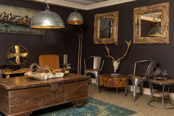 Woonkamer bij Country Life Style welke is ingericht met vintage meubelen, zoals de schitterende salontafel, met handige opbergruimte. Met de juiste decoratie maakt u uw woonkamer helemaal af.