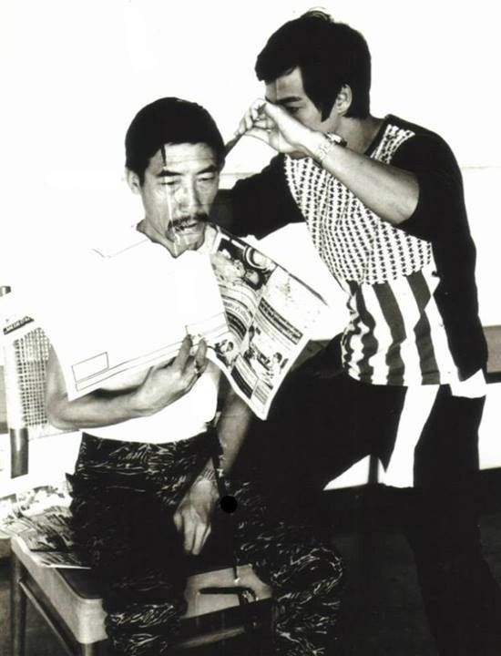 Bruce cutting the Hair of the Big Boss (Yin-chieh Han)