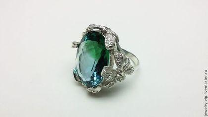 Кольцо 'Бантики' - крупный необыкновенный бирюзово-зеленый аметрин в серебре 925. 4 бантика по периметру камня Кокетливое и воздушное кольцо. Размер - 18.5 Есть в докомплект серьги(см.