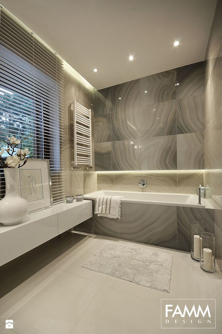 Średnia łazienka w domu jednorodzinnym z oknem, styl minimalistyczny - zdjęcie od FAMM DESIGN