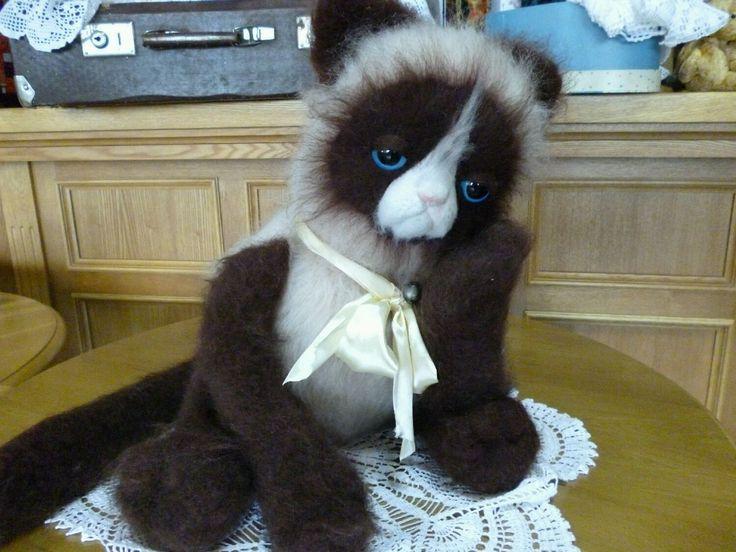 """Купить """"Гималайский"""" кот - подарок на любой случай, интерьерная игрушка, Махер, шерсть меринос, синтепух"""