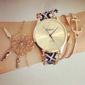 Montre bracelet brésilien 2017 J'ai déniche pour vous les hits de l'automne hiver 2016-2017.Découvrez cette très jolie montre avec bracelet brésilien très tendance!!! La montre fantais…