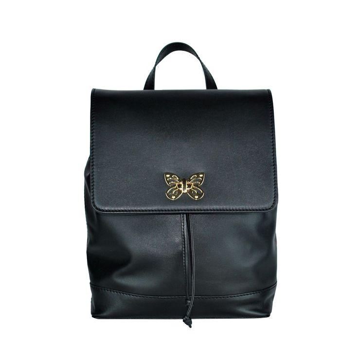 Moderný ruksak z hovädzej kože 8709 v čiernej farbe. Ruksak je vyrobený z prírodnej hovädzej usne (kože) čiernej farby, v stredne lesklom prevedení.. https://www.vegalm.sk
