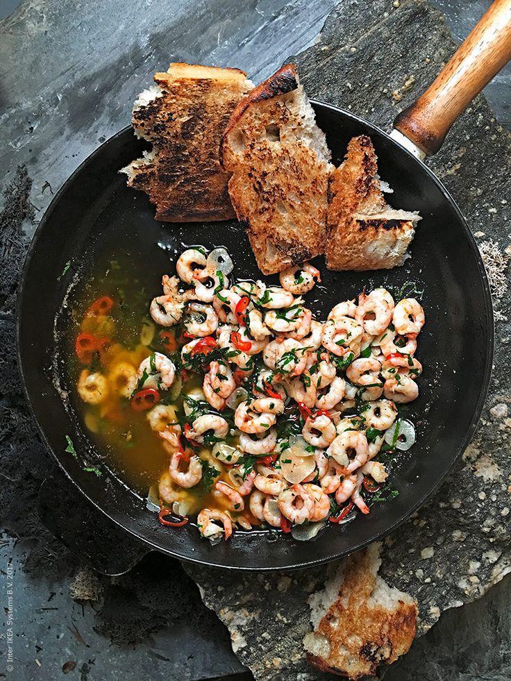 Recept: Chilifrästa räkor med vitlök, lagade på SJÖRAPPORT MSC-certifierade räkor med skal.