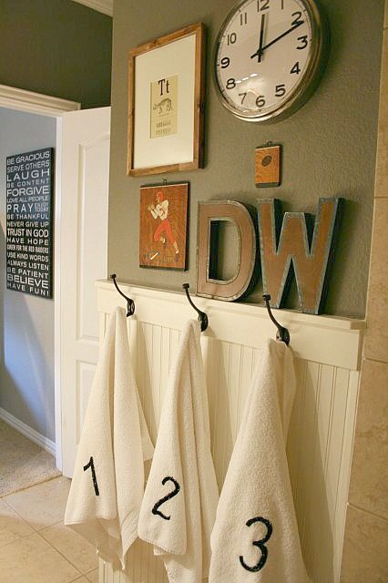 The bead board & the hooks is what I've been wanting. Holly Mathis Interiors: Little boy's bathroom