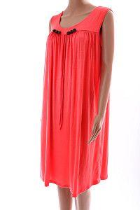 Oranžové šaty pod kolená D&W  Úpletové voľné letné oranžové šaty pod kolená v širokom strihu, vhodné na akúkoľvek postavu, aj pre tehotné ženy. Šaty sú ozdobené hnedými korálkami na hrudníku.  http://www.yolo.sk/saty/oranzove-saty-pod-kolena-dw