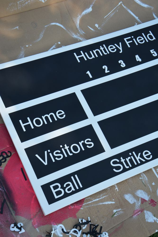 DIY scoreboardScoreboard Re Pin, Cores Diy, Sports Scoreboard, Backyards Guys, Boards Decor, Chalkboards Score, Bedrooms, Diy Chalkboards, Diy Scoreboard