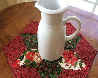 Elegante flor de Pascua y Holly acolchado hexagonal vela estrellas Mat Navidad - rojo, verde, Beige, oro - Reversible