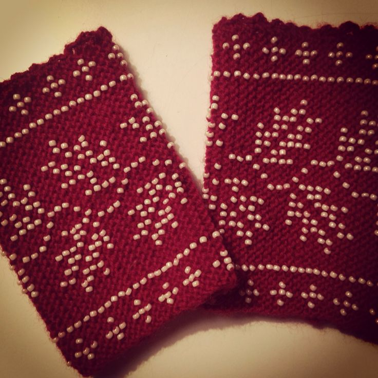 Tajarutit . Traditional greenlandic wristwarmers, knitted with small beaded pearls.