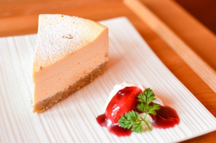 Rezept für einen leichten Low Carb Käsekuchen: Dieser kohlenhydratarme Kuchen ist ohne Zucker und Getreidemehl gebacken. Er ist kalorienarm, enthält viel Eiweiß ...