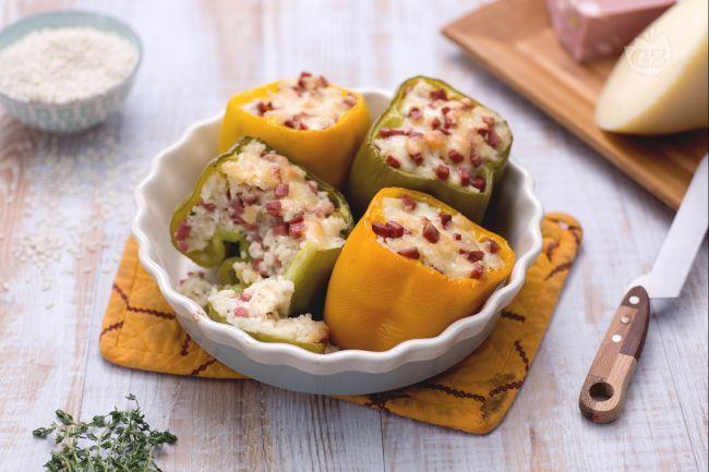 I peperoni ripieni di riso sono un succulento piatto d'altri tempi, da condividere con tutta la famiglia!